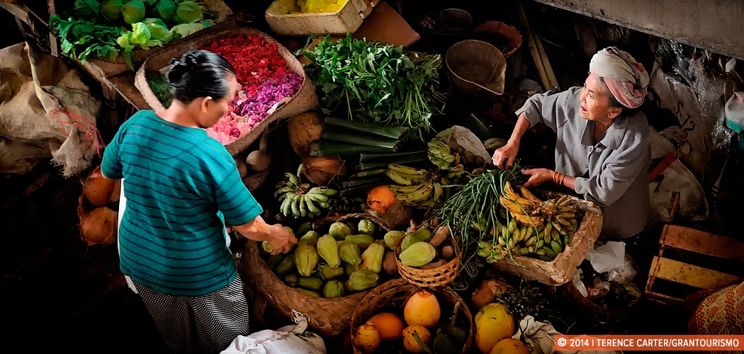 Fruit and vegetable market, Ubud, Bali, Indonesia. Price Check: a Bali Shopping List. Copyright 2014 Terence Carter / Grantourismo. All Rights Reserved.