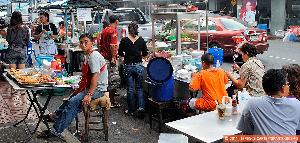Street Food, Bangkok. Footpath Feasting: Tips to Eating Street Food Safely. Copyright 2014 Terence Carter / Grantourismo. All Rights Reserved.