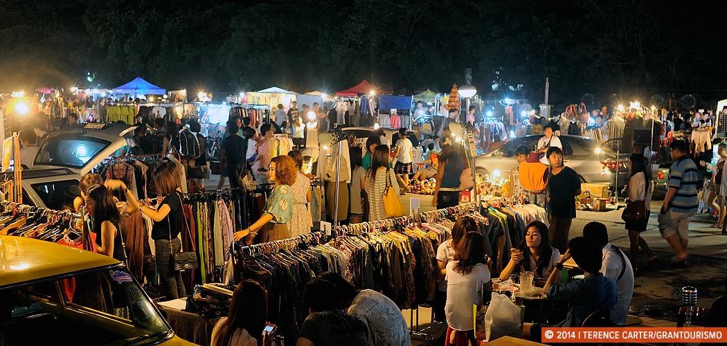 Kicking Back in Bangkok: Talad Rot Fai, Weekend Train Market, Bangkok. Copyright 2014 Terence Carter / Grantourismo. All Rights Reserved.