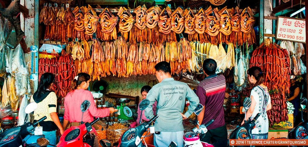 Phsar Chas Market, Siem Reap, Cambodia. Copyright 2014 Terence Carter / Grantourismo. All Rights Reserved.