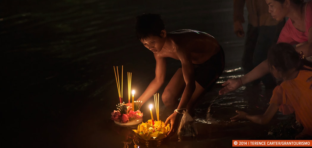 Siem Reap Water Festival, (Bon Om Tuk) Siem Reap, Cambodia. Copyright 2014 Terence Carter / Grantourismo. All Rights Reserved. shooting by candlelight.