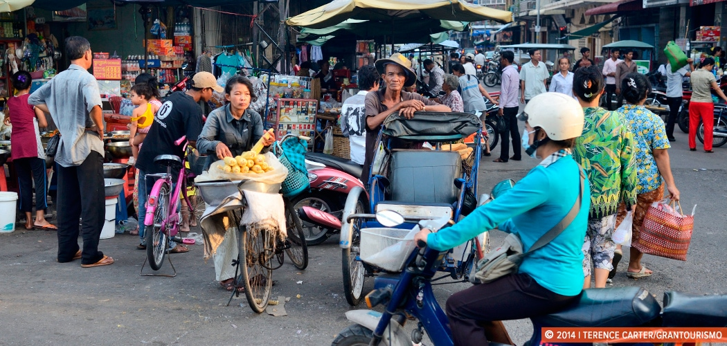 Weekend in Phnom Penh. Streets in Phnom Penh, Cambodia. Copyright 2014 Terence Carter / Grantourismo. All Rights Reserved.