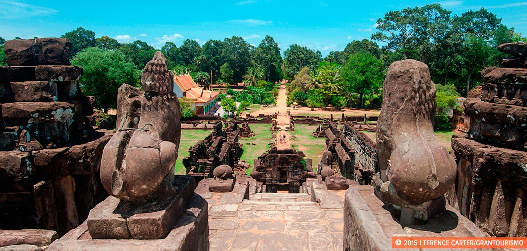 How to Get the Most Out of the Angkor Archaeological Sites - tips from Dr Damian Evans. Bakong, the pyramid temple surrounded by a moat at the Roluos group. Siem Reap, Cambodia. Copyright 2015 Terence Carter / Grantourismo. All Rights Reserved.