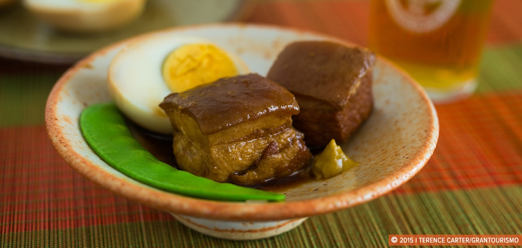 Butaniku no kakuni recipe — slow simmered pork belly shoyu and black sugar. Copyright 2015 Terence Carter / Grantourismo. All Rights Reserved.