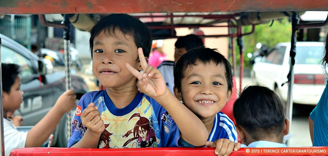 http://grantourismotravels.com/wp-content/uploads/2015/08/childre-in-battambang-cambodia-copyright-2015-terence-carter-1050x500.jpg