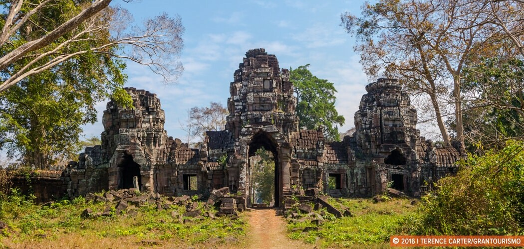 Inside the main temple of the Preah Khan of Kompong Svay temple