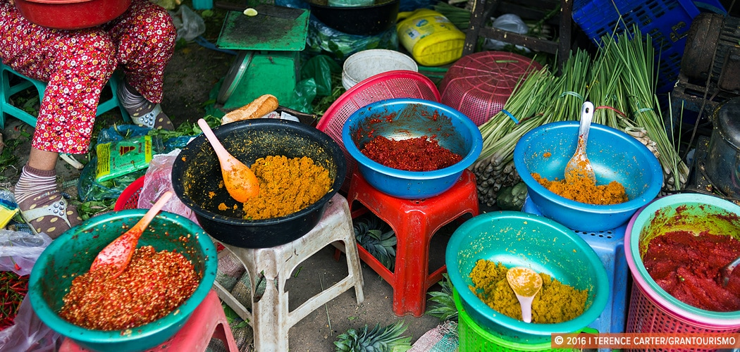 Curry and chilli pastes at Phsar Boeung Choeuk market in Battambang, Cambodia. Copyright 2016 Terence Carter / Grantourismo. All Rights Reserved. Cambodia Creative Retreats and Culinary Tours 2017 Dates.