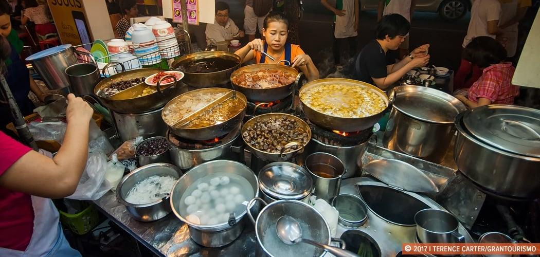 Bangkok street food, Yaowarat Road, Chinatown, Bangkok, Thailand. Copyright 2017 Terence Carter / Grantourismo. All Rights Reserved. Where to eat in Chinatown Bangkok.