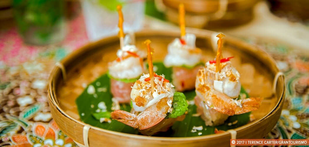 Cambodian Pomelo Salad with Prawns Recipe. Creative Cambodian Ca