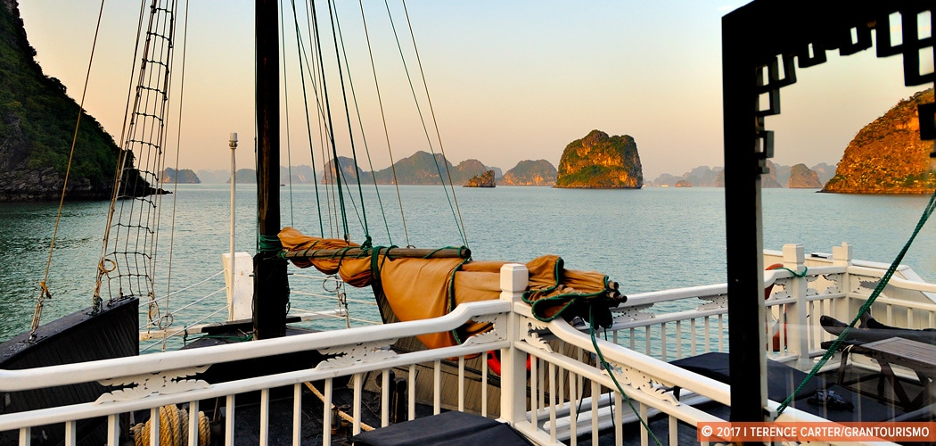Halong Bay, Vietnam. Copyright 2017 Terence Carter / Grantourismo. All Rights Reserved. How to Choose a Halong Bay Cruise
