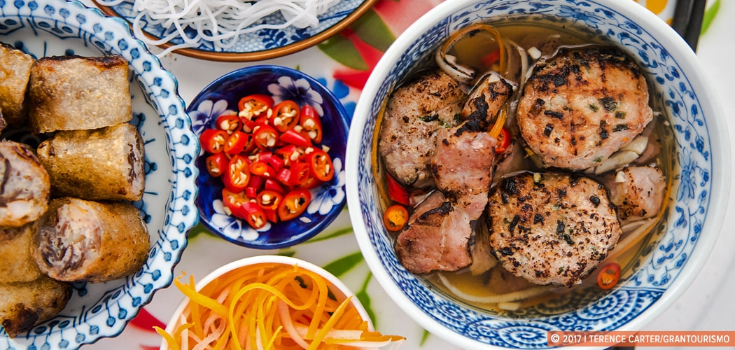 Vietnamese Bun Cha Recipe – Chargrilled Pork Patties, Pork Belly, Noodles, Herbs. Copyright 2017 Terence Carter / Grantourismo. All Rights Reserved.