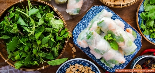 Vietnamese Fresh Prawn and Pork Spring Rolls Recipe – Gỏi Cuốn Recipe. Copyright 2017 Terence Carter / Grantourismo. All Rights Reserved. Vietnamese fresh prawn and pork spring rolls recipe gỏi cuốn