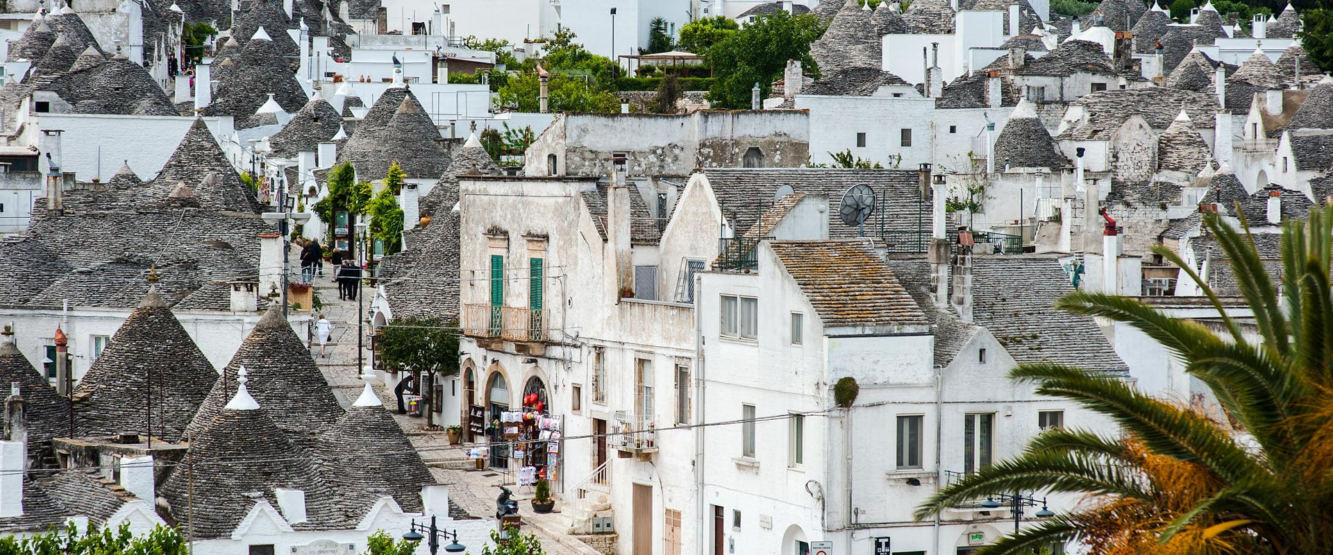 The Grantourismo Travel Guide to Alberobello, Italy. Copyright © 2017 Terence Carter / Grantourismo. All Rights Reserved.