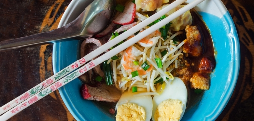 Phuket Dishes to Try in Phuket Town from Crab Curry to Hokkein Noodles