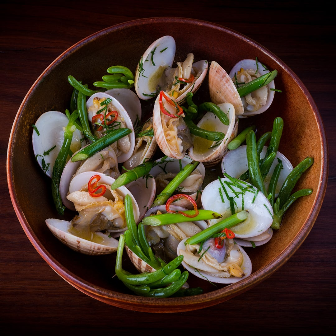 Grilled Pipis, garlic and karkalla recipe by Chef Lennox Hastie, Firedoor, Sydney. Copyright © 2017 Terence Carter / Grantourismo. All Rights Reserved.