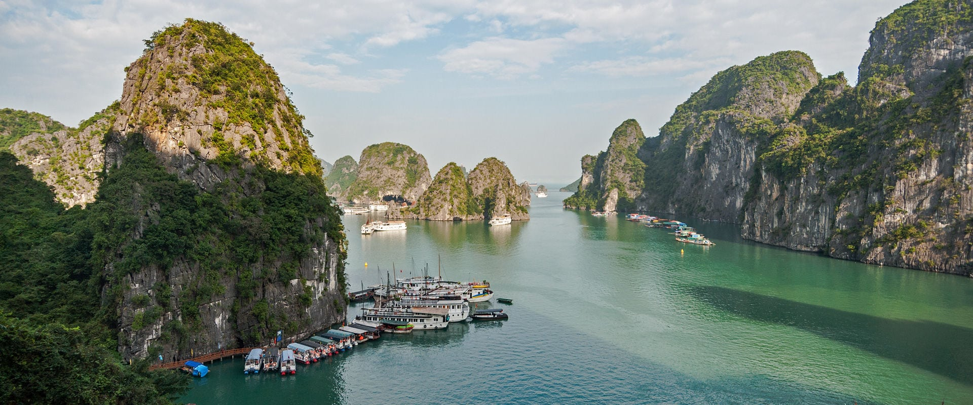 The Grantourismo Travel Guide to Halong Bay, Vietnam. Copyright © 2018 Terence Carter / Grantourismo. All Rights Reserved.