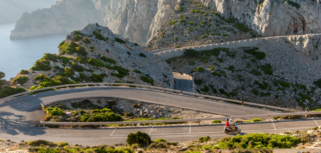 tips for driving in Europe. Spectacular roads at Formentor, Mallorca, Spain. Copyright © 2018 Terence Carter / Grantourismo. Tips to Driving in Europe.