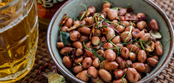 Cambodian Spicy Roasted Peanuts Recipe. Copyright © 2018 Terence Carter / Grantourismo. All Rights Reserved.