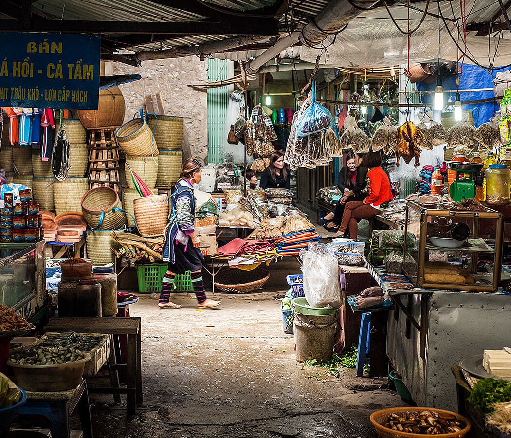Sapa markets, Vietnam. Copyright © 2019 Terence Carter / Grantourismo. All Rights Reserved. Vietnam Cuisine and Culture Tour 2019.