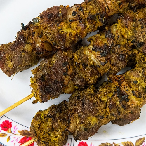 Cambodian Beef Skewers Recipe – How To Make Sach Ko Ang. Copyright © 2020 Terence Carter / Grantourismo. All Rights Reserved.