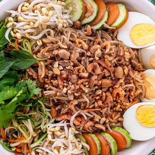 Mee Kola Recipe for Vegetarian Noodles of Cambodia's Kola People. Copyright © 2020 Terence Carter / Grantourismo. All Rights Reserved.