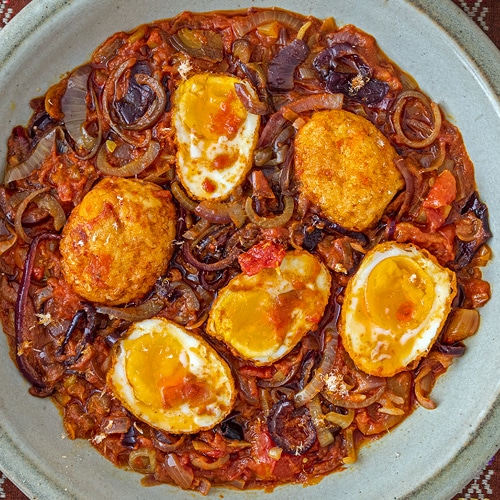 Burmese Egg Curry Recipe for a Myanmar Breakfast Favourite. Copyright © 2021 Terence Carter / Grantourismo. All Rights Reserved.