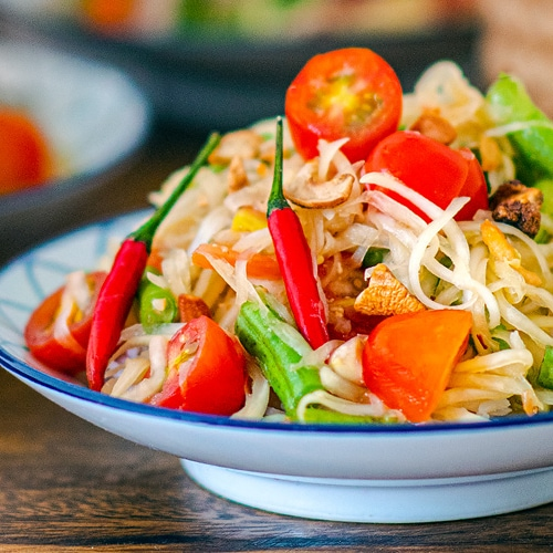 Thai Som Tam Recipe for a Classic Thai Green Papaya Salad. Copyright 2021 Terence Carter / Grantourismo. All Rights Reserved.